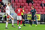 Vertragen nach Rempelei Unions Sebastian Polter mit dem Mainzer Moussa Niakhate und Schiedsrichter:Harm Osmers und Mainzer Torwart Robin Zentner<br /> <br /> <br /> <br />  beim Spiel in der Fussball Bundesliga, 1. FSV Mainz 05 - 1. FC Union Berlin.<br /> <br /> Foto © PIX-Sportfotos *** Foto ist honorarpflichtig! *** Auf Anfrage in hoeherer Qualitaet/Aufloesung. Belegexemplar erbeten. Veroeffentlichung ausschliesslich fuer journalistisch-publizistische Zwecke. For editorial use only. DFL regulations prohibit any use of photographs as image sequences and/or quasi-video.