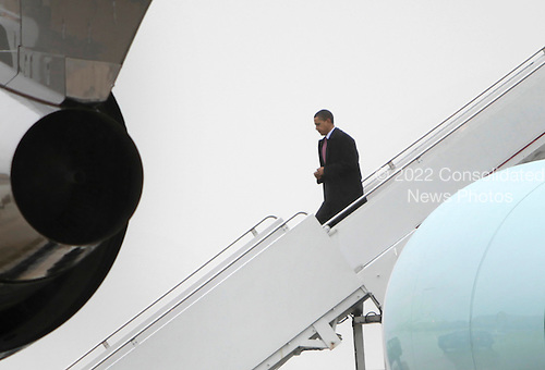 United States President Obama walks out from Air Force One at  Andrews Air Force in Camp Springs, Maryland base upon his return to Washington, DC on March 29, 2010 after an unannounced trip to Afghanistan. .Credit: Yuri Gripas - Pool via CNP