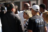 Rio de Janeiro,17 de  junho de 2012 - O corpo da irm&atilde; de Angela Bismarchi,escriv&atilde; da pol&iacute;cia federal, Angelina Filgueiras dos  santos, de 42 anos &eacute; enterro no in&iacute;cio da  tarde deste domingo(17) no cemit&eacute;rio de inha&uacute;ma, zona norte do Rio de Janeiro.<br /> Guto Maia / Brazil Photo Press