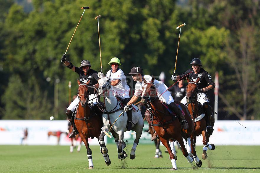 11 Diciembre 2016, Santiago-Chile. Enceuntro entre los equipos de Verifrut y Casa SIlva por la final del campeonato de polo del club San Cristóbal. ©Ernesto Zelada - Xpress Media