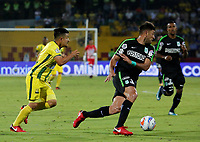 BUCARAMANGA - COLOMBIA, 22-03-2018: Sherman Cardenas (Izq) jugador del Atlético Bucaramanga disputa el balón con Diego Braghieri (Der) jugador de Atletico Nacional durante partido por la fecha 8 de la Liga Águila I 2018 jugado en el estadio Alfonso López de la ciudad de Bucaramanga. / Sherman Cardenas (L) player of Atletico Bucaramanga struggles the ball with Diego Braghieri (R) player of Atletico Nacional during match for the date 8 of the Aguila League I 2018played at Alfonso Lopez stadium in Bucaramanga city. Photo: VizzorImage / Oscar Martínez / Cont