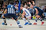 DELFT - Boet Phijffer (Kampong)/ met rechts Kieran Dartee van HDM ,  tijdens de zaalhockey hoofdklasse competitiewedstrijd HDM-KAMPONG (7-8). COPYRIGHT KOEN SUYK