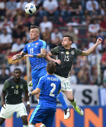 29.05.2016. Augsburg, Germany. International friendly match between Germany and Slovakia at WWK-Arena in Augsburg, Germany.   Juraj Kucka (Slo) wins the header from Julian Draxler (ger)