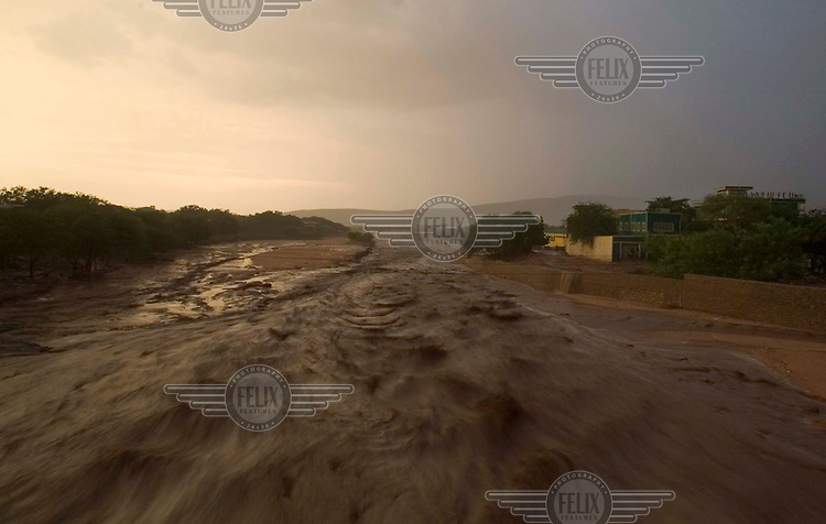Floodwaters in the Dire Dawa area caused disaster. Six people drowned during one night alone because of the flooding and heavy rainfall. The Arabian government offered relief assistance and sent 140 metric tonnes of aid to the region.