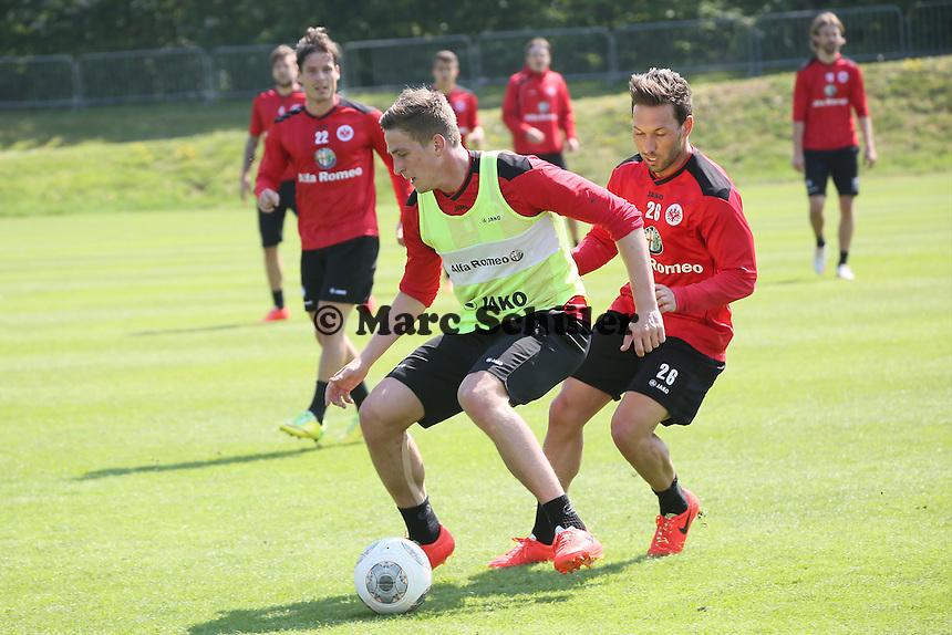 Bastian Oczipka gegen Tobias Weis (Eintracht) - Eintracht Frankfurt Training, Commerzbank Arena