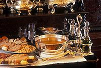 Europe/Espagne/Madrid: Cocido Madrilenol le plat madriléne  ,sorte de pot au feu avec des pois chiches, le bouillon est d'abord servi ensuite les légumes et les viandes