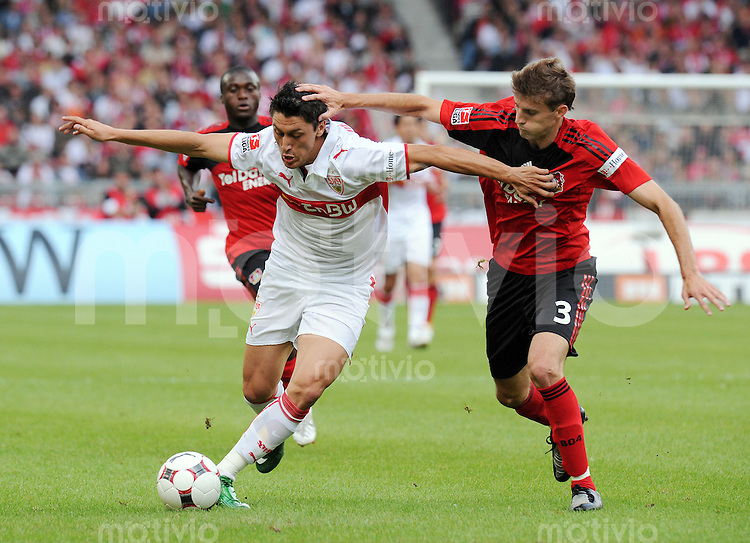 FUSSBALL 1. BUNDESLIGA SAISON 2008/2009 2. SPIELTAG VfB Stuttgart  - Bayer 04 Leverkusen                         23.08.2008 Ciprian Marcia (li, Stuttgart) gegen Henrique (re, Leverkusen)