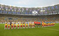 FUSSBALL WM 2014                ACHTELFINALE Kolumbien - Uruguay                  28.06.2014 Die Mannschaften nehmen im Maracanar-Stadion Aufstellung