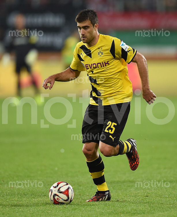 Fussball  1. Bundesliga  Saison 2014/2015  2. Spieltag FC Augsburg - Borussia Dortmund      29.08.2014 Sokratis (Borussia Dortmund) am Ball