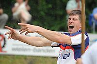FIERLJEPPEN: GRIJPSKERK: 19-06-2013, Oane Galama schreeuwd het uit na zijn topsprong van 20.96m, ©foto Martin de Jong