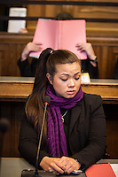Berlin, Tina, Schwester von Johnny K., sitzt am Montag (13.05.13) in Landgericht in Berlin vor dem Prozessbeginn im Fall Jonny K. gegen sechs Männer im Alter zwischen 19 und 24 Jahren. Foto: Maja Hitij/CommonLens