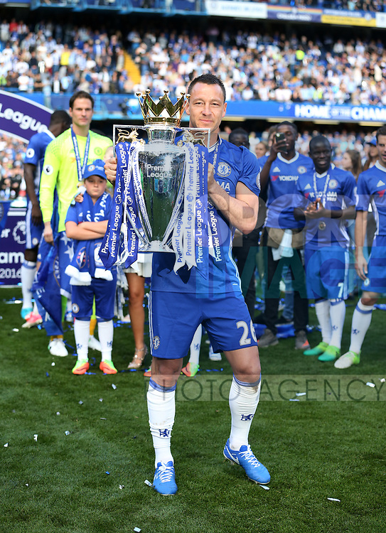 Chelsea's John Terry celebrates with the trophy during the Premier League match at Stamford Bridge Stadium, London. Picture date: May 18th, 2017. Pic credit should read: David Klein/Sportimage