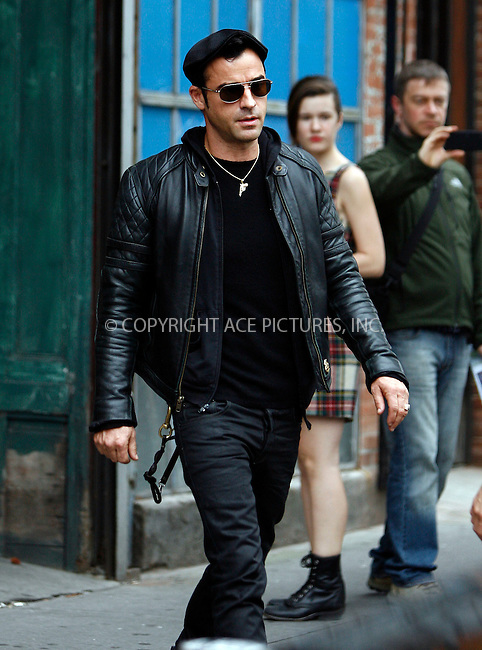 WWW.ACEPIXS.COM . . . . .  ....September 20 2011, New York City....Justin Theroux seen out in Manhattan on September 20 2011 in New York City....Please byline: CURTIS MEANS - ACE PICTURES.... *** ***..Ace Pictures, Inc:  ..Philip Vaughan (212) 243-8787 or (646) 679 0430..e-mail: info@acepixs.com..web: http://www.acepixs.com