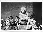 Enkhuizen, 1986<br /> Joop den Uyl PvdA voert campagne voor de Tweede Kamerverkiezingen.<br /> Foto Felix Kalkman