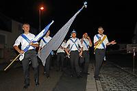 Büttelborn 17.09.2017: Biddelberner Kerb<br /> Biddelberner Kerweborsch ziehen zur Tornhall