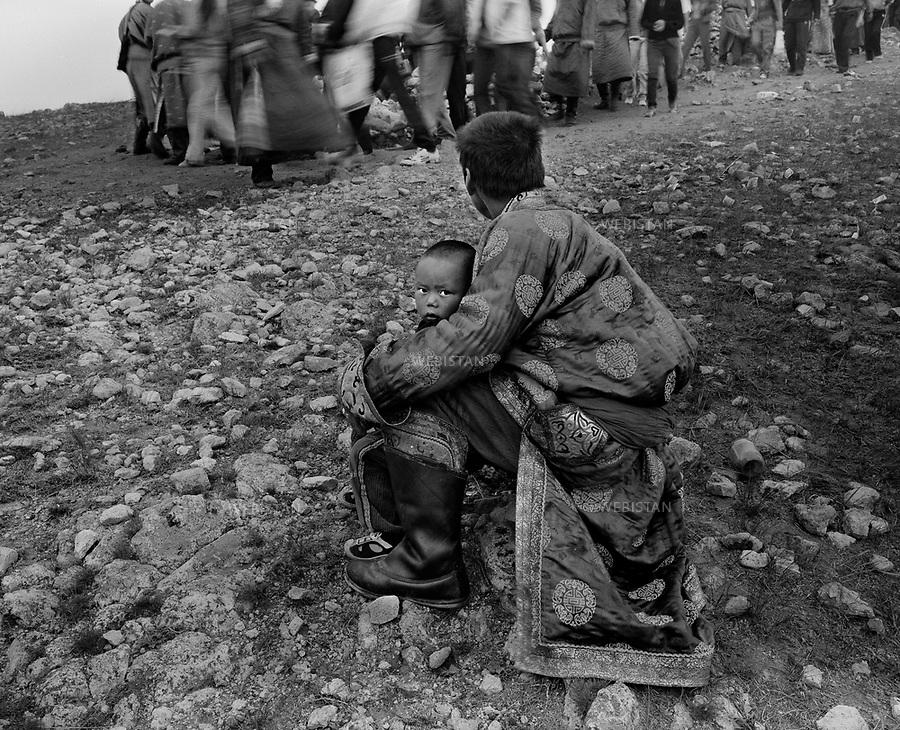 Inner Mongolia. 2007: The father and son in the sacrificial rite to gods<br /> <br /> Mongolie interieure. 2007: Pere et fils lors d un rite sacrificiel aux dieux