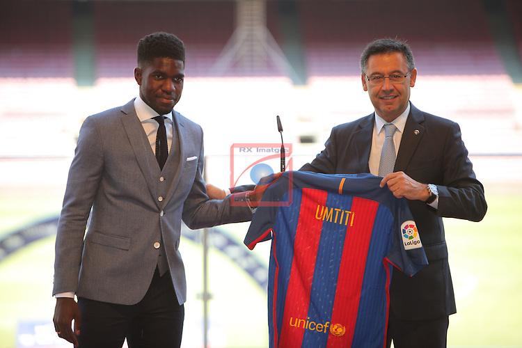 League BBVA 2016/2017.<br /> Samuel Umtiti presented as new player of FC Barcelona.<br /> Samuel Umtiti &amp; Josep Maria Bartomeu.