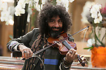Lebanese violinist Ara Malikian pose for the photographers in Madrid, Spain. October 15, 2015. (ALTERPHOTOS/Victor Blanco)