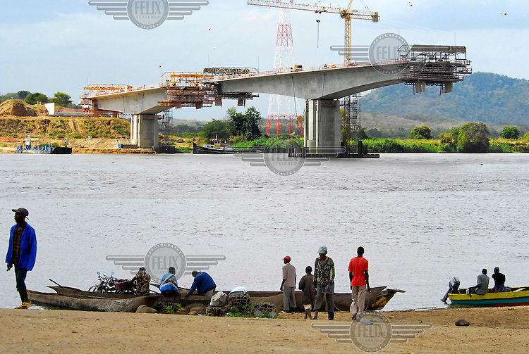 Construction of a new bridge over the Zambezi river near Caia.