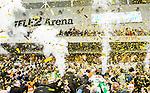 Stockholm 2015-03-14 Bandy SM-final herrar Sandvikens AIK - V&auml;ster&aring;s SK :  <br /> R&ouml;k och guldf&auml;rgat konfetti i Tele2 Arena n&auml;r V&auml;ster&aring;s spelare jublar p&aring; podiet med SM-pokalen efter matchen mellan Sandvikens AIK och V&auml;ster&aring;s SK <br /> (Foto: Kenta J&ouml;nsson) Nyckelord:  SM SM-final final Bandyfinal Bandyfinalen herr herrar VSK V&auml;ster&aring;s SAIK Sandviken jubel gl&auml;dje lycka glad happy