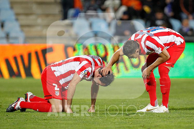 Atletico de Madrid's Diego Godin injured (l) and Alvaro Dominguez during La Liga match.November 6,2011. (ALTERPHOTOS/Acero)