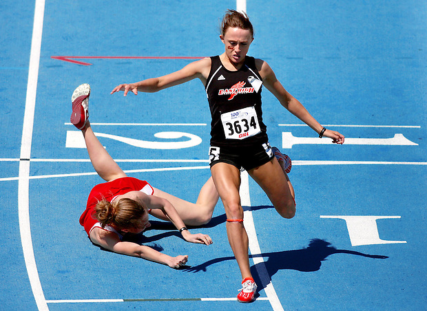 Sioux City East's Shelby Houlihan, right, beats out North Tama's Sara Stoakes who dove at the finish of the girls 800 meter run April 24, 2009 at the Drake Relays in Des Moines, Iowa.