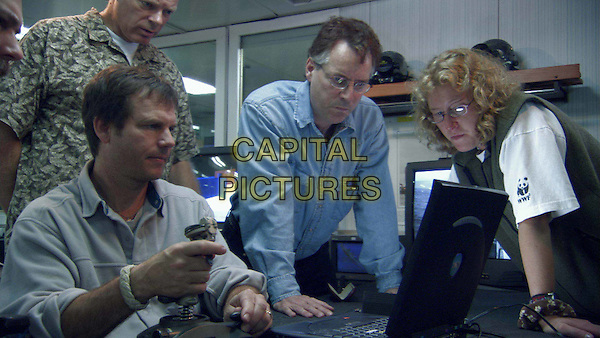 BILL PAXTON & JAMES CAMERON.in Ghosts Of The Abyss.Filmstill - Editorial Use Only.CAP/AWFF.www.capitalpictures.com.supplied by Capital Pictures.