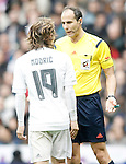 Real Madrid's Luka Modric have words with the referee Alfonso Javier Alvarez Izquierdo during La Liga match. February 13,2016. (ALTERPHOTOS/Acero)