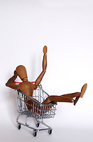 Manichino nel carrello della spesa, simbolo dell' aumento dei prezzi..Dummy in the shopping cart, the symbol of increase price..