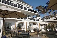 """Europe/France/Bretagne/56/Morbihan/Belle-Ile/Bangor:  Terrasse de l'Hotel-Restaurant """"Le Castel Clara""""  à l'anse de Port  Goulphar"""