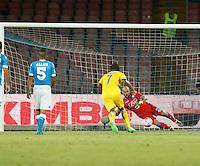 il rigore di  Eder  durante l'incontro di calcio di Serie A   Napoli -Sampdoria allo  Stadio San Paolo  di Napoli , 30 Agosto 2015
