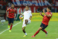 MEDELLÍN -COLOMBIA-24-09-2014. German Cano (Der) jugador de Independiente Medellín disputa el balón con Nelino Jose Tapia (Izq) jugador de Uniautónoma durante partido de la fecha 11 en la Liga Postobón II 2014 realizado en el estadio Atanasio Girardot de la ciudad de Medellín./ German Cano (R) player of Independiente Medellin fights for the ball with Nelino Jose Tapia (L) player of Uniautonoma during the match for11th date of Postobon League II 2014 at Atanasio Girardot stadium in Medellin city. Photo: VizzorImage/Luis Ríos/STR