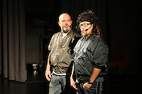"""Ande Werner und Lars Niedereichholz (vl) als Comedy-Duo Mundstuhl in ihren Paraderollen als """"Dragan&Alder"""" bei ihrem Auftritt im Fritz-Treutel-Haus Kelsterbach"""