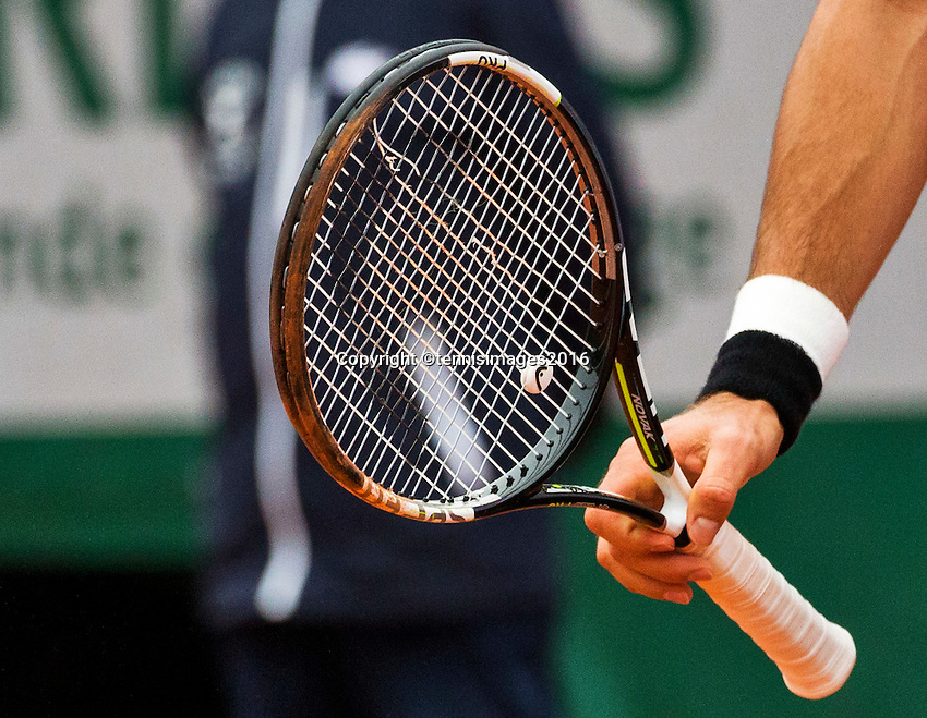 Paris, France, 31 June, 2016, Tennis, Roland Garros, Tennis racket with broken string<br /> Photo: Henk Koster/tennisimages.com