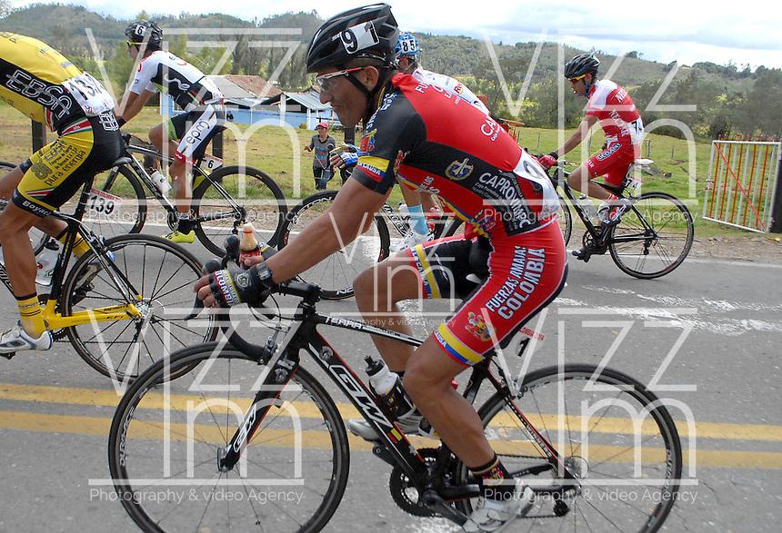 COLOMBIA. 08-08-2014. Leonardo Rodríguez durante la etapa 3, Barbosa – Chiquinquirá – Tunja – 123.2 Km, de la Vuelta a Colombia 2014 en bicicleta que se cumple entre el 6 y el 17 de agosto de 2014. / Leonardo Rodriguez cyclists during the stage 3, Barbosa – Chiquinquira – Tunja – 123.2 Km, of the Tour of Colombia 2014 in bike holds between 6 and 17 of August 2014. Photo:  VizzorImage/ José Miguel Palencia / Str