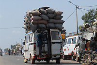 "Afrika Mali Bamako Holzkohle auf Mercedes Transporter - xagndaz | .Western Africa Mali Bamako char coal transport on mercedes transporter - fuel energy .| [ copyright (c) Joerg Boethling / agenda , Veroeffentlichung nur gegen Honorar und Belegexemplar an / publication only with royalties and copy to:  agenda PG   Rothestr. 66   Germany D-22765 Hamburg   ph. ++49 40 391 907 14   e-mail: boethling@agenda-fototext.de   www.agenda-fototext.de   Bank: Hamburger Sparkasse  BLZ 200 505 50  Kto. 1281 120 178   IBAN: DE96 2005 0550 1281 1201 78   BIC: ""HASPDEHH"" ,  WEITERE MOTIVE ZU DIESEM THEMA SIND VORHANDEN!! MORE PICTURES ON THIS SUBJECT AVAILABLE!!  ] [#0,26,121#]"
