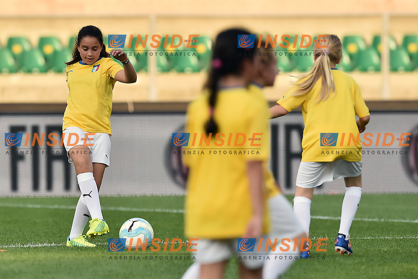Girls play football. Bambine giocano a pallone <br /> Verona 06-06-2016 Stadio Bentegodi Football Friendly Match Italia - Finlandia / Italy - Finland . Foto Andrea Staccioli / Insidefoto