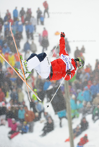 Sho Endo (JPN), JANUARY 19, 2014 - Moguls : Sho Endo of Japan competes during the moguls event of the FIS Men's World Cup freestyle skiing in Val-St-Come, Quebec, Canada. (Photo by Hiroyuki Sato/AFLO)