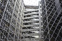 RIO DE JANEIRO, RJ, 29 DE JUNHO DE 2013 -TELA DE PROTEÇÃO NAS RAMPAS DA UERJ- Instalação de redes de proteção nas rampas internas da Universidade do Estado do Rio de Janeiro(UERJ), na tarde deste sábado, 29 de junho, no Maracanã, zona norte do Rio de Janeiro.FOTO:MARCELO FONSECA/BRAZIL PHOTO PRESS