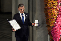 OSLO -NORUEGA-10-DICIEMBRE-2016   El Presidente Juan Manuel Santos recibe el Premio Nobel de Paz 2016 de manos de la representante del Comité Noruego del Nobel, en un hecho histórico para Colombia./ President Juan Manuel Santos receives the Nobel Peace Prize 2016 from the representative of the Norwegian Nobel Committee, in a historic event for Colombia../ Photo: César Carrión - SIG