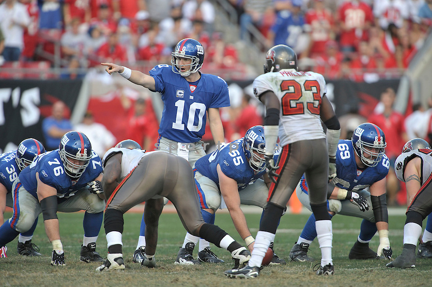 ELI MANNING, of the New York Giants in action during the Giants game against the  Tampa Bay Buccaneers on January 6, 2007 in Tampa Bay, Florida...GIANTS win 24-14..SportPics
