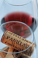 Europe/France/Aquitaine/33/Gironde/Pauillac : Dégustation des vins AOC Pauillac - Les bouchons [Non destiné à un usage publicitaire - Not intended for an advertising use] [Non destiné à un usage publicitaire - Not intended for an advertising use]