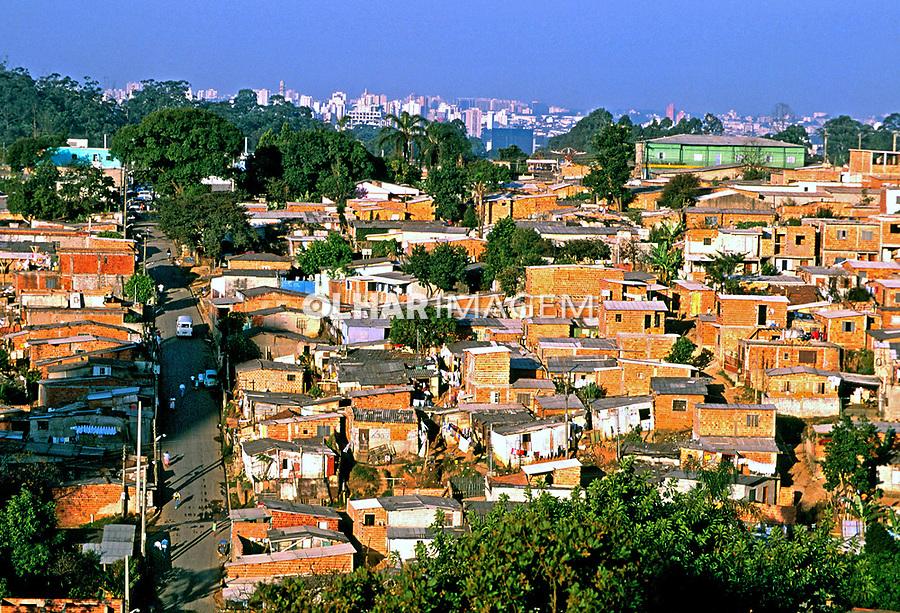 Casas da favela do Morumbi  na cidade de São Paulo. 1995. Foto Juca Martins.