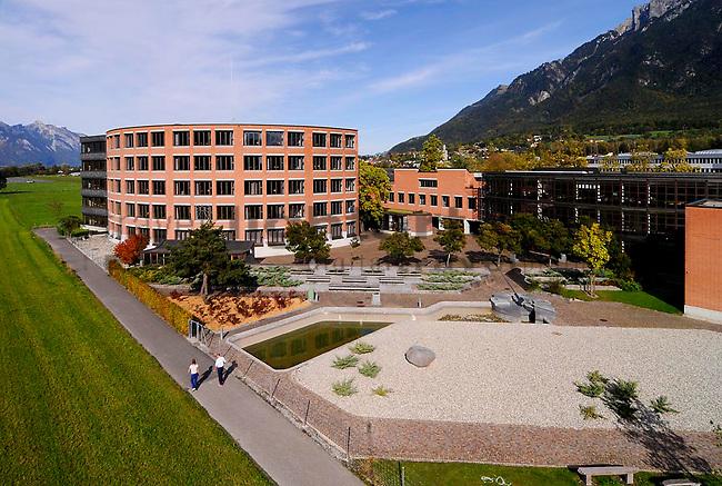 Gymnasium mit Hochstativ fotografiert, in Vaduz, Liechtenstein Foto: Paul Trummer