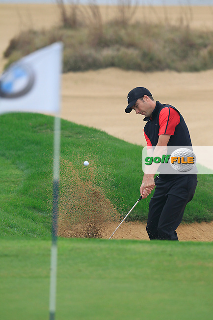 Ross Fisher (ENG) chips from a bunker at the 4th green during Saturay's Round 3 of the 2014 BMW Masters held at Lake Malaren, Shanghai, China. 1st November 2014.<br /> Picture: Eoin Clarke www.golffile.ie