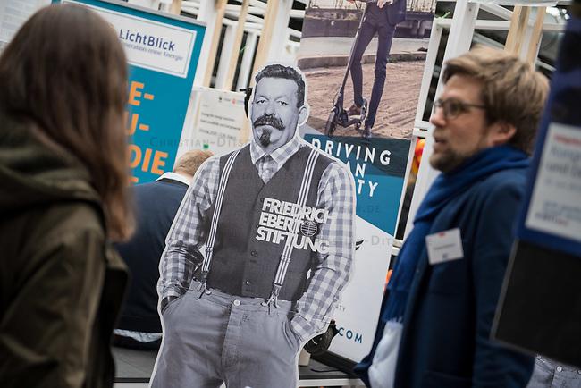 11. re:publica-Konferenz in Berlin<br /> Vom 8. bis 10. Mai 2017 findet in Berlin die elfte re:publica-Konferenz in Berlin unter dem Motto &bdquo;Love Out Loud&ldquo; statt. Die Veranstalter wollen mit dem Motto &bdquo;Love Out Loud!&ldquo; (LOL fuer positiv Denkende) ein &bdquo;Zeichen fuer Engagement und Emanzipation in der digitalen Gesellschaft setzen&ldquo;.<br /> Die Konferenz zum Thema Internet und digitale Gesellschaft bietet auf bis zu 18 Buehnen parallel mehr als 500 Stunden Programm. Ein guter Teil davon dreht sich um netzpolitische Fragestellungen aller Art. Erwartet werden ca. 8.000 Veranstaltungsteilnehmer.<br /> Im Bild: Der Stand der Friedrich Ebert-Stiftung.<br /> 8.5.2017, Berlin<br /> Copyright: Christian-Ditsch.de<br /> [Inhaltsveraendernde Manipulation des Fotos nur nach ausdruecklicher Genehmigung des Fotografen. Vereinbarungen ueber Abtretung von Persoenlichkeitsrechten/Model Release der abgebildeten Person/Personen liegen nicht vor. NO MODEL RELEASE! Nur fuer Redaktionelle Zwecke. Don't publish without copyright Christian-Ditsch.de, Veroeffentlichung nur mit Fotografennennung, sowie gegen Honorar, MwSt. und Beleg. Konto: I N G - D i B a, IBAN DE58500105175400192269, BIC INGDDEFFXXX, Kontakt: post@christian-ditsch.de<br /> Bei der Bearbeitung der Dateiinformationen darf die Urheberkennzeichnung in den EXIF- und  IPTC-Daten nicht entfernt werden, diese sind in digitalen Medien nach &sect;95c UrhG rechtlich geschuetzt. Der Urhebervermerk wird gemaess &sect;13 UrhG verlangt.]