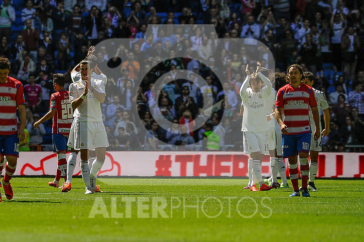 Real Madrid´s players thanks the supporters during 2014-15 La Liga match between Real Madrid and Granada at Santiago Bernabeu stadium in Madrid, Spain. April 05, 2015. (ALTERPHOTOS/Luis Fernandez)