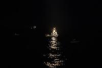 Die Sea Watch-2 Crew war am Freitag den 21. Oktober 2016 in den fruehen Morgenstunden waehrend ihrer 13. SAR-Mission vor der libyschen Kueste zu einer Position ausserhalb der 12 Meilenzone gerufen worden. Es war ein Fluechtlingsschlauchboot gesichtet worden. Als die Sea Watch-2 dort eintraf sah sie ca. 150 Menschen zusammengepfercht in einem ueberfuellten Schlauchboot sitzen. Eine Versorgung der Menschen auf dem Fluechtlingsschlauchboot mit Rettungswesten durch die Rettungs Boote der Sea Watch-2 wurde von der libyschen Kuestenwache unterbunden. Ein Soldat der Kuestenwache enterte das Schlauchboot vom Bug und machte sich dann an dem Aussenbordmotor zu schaffen. Auf dem Weg dahin schlug und trat er die Gefluechteten ein. Nach einigen Minuten entfernte sich das Boot der Kuestenwache. Dann verlor der Bug des Schlauchbootes seine Luft und es brach Panik bei den Gefluechteten aus. Sie sprangen in das Wasser und versuchten zum Schiff Sea Watch-2 zu gelangen. Die Crew warf ihnen Schwimmwesten und Rettungsringe zu, die Besatzungen der Rettungsboote der Sea Watch-2 zogen Menschen aus dem Meer, dennoch sind bis zu 30 Menschen ertrunken. Vier Ertrunkene konnten von der Sea Watch geborgen werden.<br /> Im Bild: Die Libysche Kuestenwache hat das Fluechtlingsboot zu sich herangeholt.<br /> Die Rettungsboote der Sea Watch-2 koennen nur zusehen.<br /> 21.10.2016, Mediterranean Sea<br /> Copyright: Christian-Ditsch.de<br /> [Inhaltsveraendernde Manipulation des Fotos nur nach ausdruecklicher Genehmigung des Fotografen. Vereinbarungen ueber Abtretung von Persoenlichkeitsrechten/Model Release der abgebildeten Person/Personen liegen nicht vor. NO MODEL RELEASE! Nur fuer Redaktionelle Zwecke. Don't publish without copyright Christian-Ditsch.de, Veroeffentlichung nur mit Fotografennennung, sowie gegen Honorar, MwSt. und Beleg. Konto: I N G - D i B a, IBAN DE58500105175400192269, BIC INGDDEFFXXX, Kontakt: post@christian-ditsch.de<br /> Bei der Bearbeitung der Dateiinformationen darf die Ur