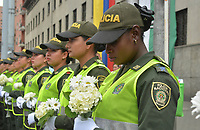 MEDELLIN - COLOMBIA, 20-01-2019: Como consecuencia del atentado, con un carro bomba contra la Policía Nacional,, del pasado jueves 17 de enero, se lleva a cabo hoy, 20 de enero de 2019, la marcha nacional contra el terrorismo en Colombia.La movilización se realiza por las principales las calles de la ciudad de Medellín. / As a result of the attack with a Bomb car against National Police of Colombia, on Thursday, January 17, hundred of Colombians go to the streets today, January, 20, 2019, to participate in a National March rejecting terrorism. The party take place in the streets of Medellin city. Photo: VizzorImage / Leon Monsalve / Cont.