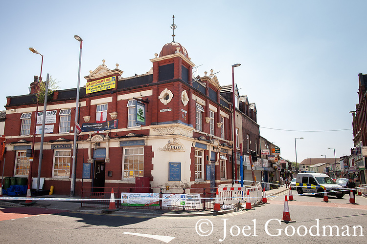 © Joel Goodman - 07973 332324 . 26/05/2012 . Manchester , UK . A police cordon is in place and forensic examiners are working at the scene after a man , identified as Mark Short , was murdered and several injured in a shooting at the Cotton Tree Inn pub in Droylsden . Photo credit: Joel Goodman